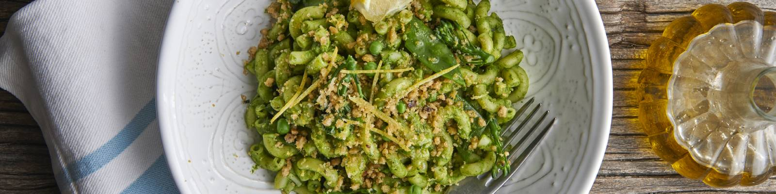 Pasta Garofalo - Macaroni with Mangetout, Peas & Tenderstem Broccoli topped with Lemon zest & Citrus crumb