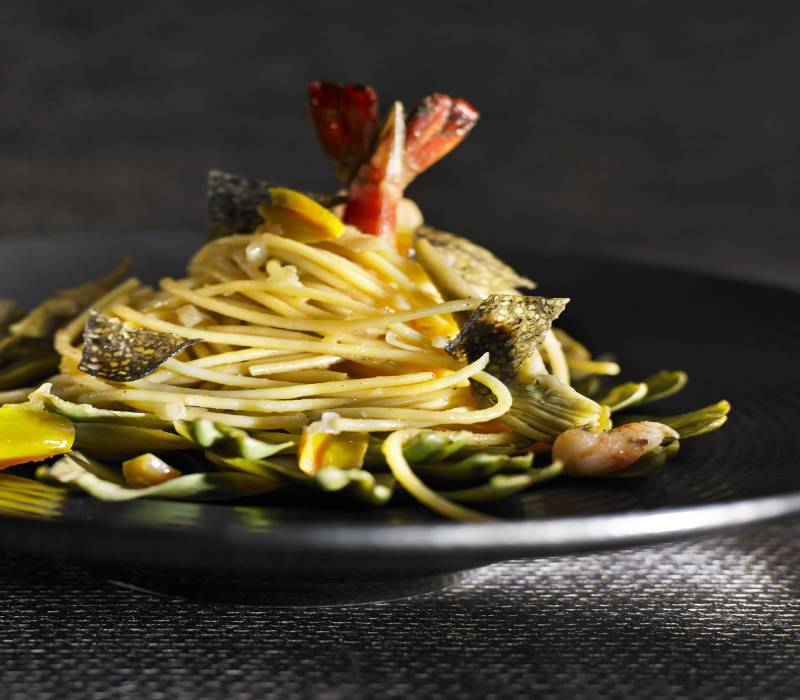 Pasta Garofalo - Spaghetti Garofalo, camarões e pétalas caviares