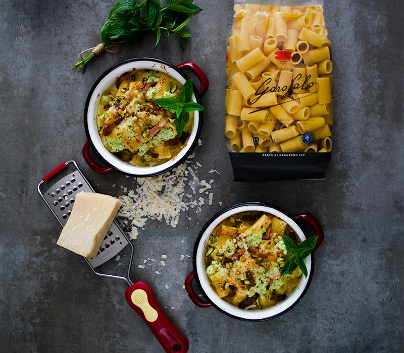 Pasta Garofalo - Rigatoni al horno con pesto de calabacín, guanciale y provolone
