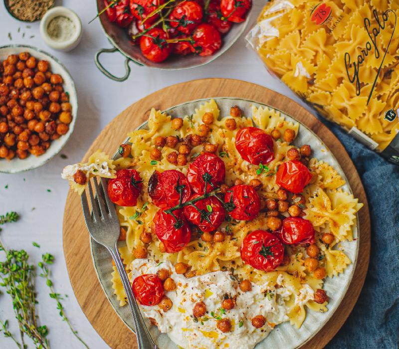 Pasta Garofalo - Farfalle aux tomates, pois chiches au four et burrata
