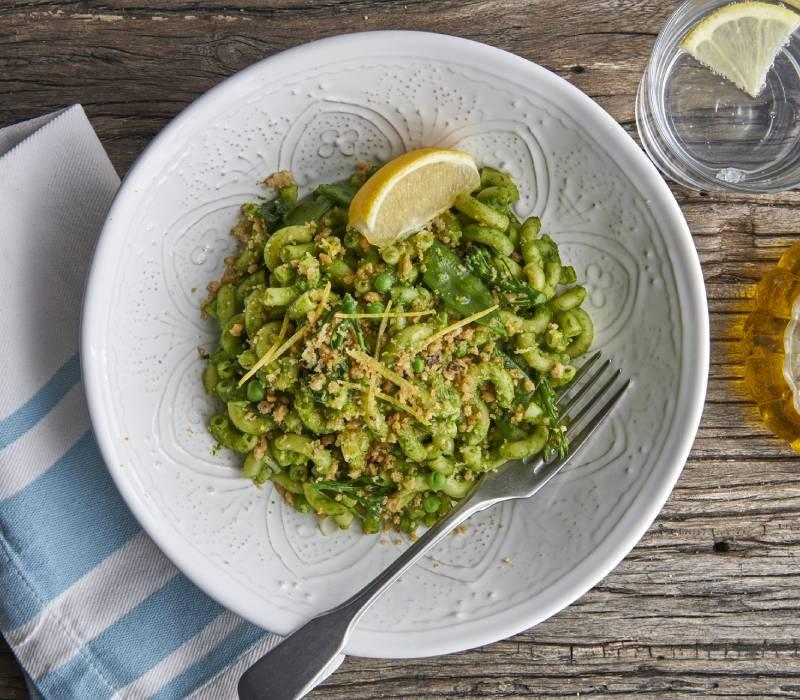 Pasta Garofalo - Macaroni with Mangetout, Peas & Tenderstem Broccoli topped with Lemon zest & Citrus crumb